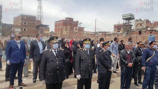 رجال-الشرطة-خلال-تشييع-الشهيد-محمد-الحوفى