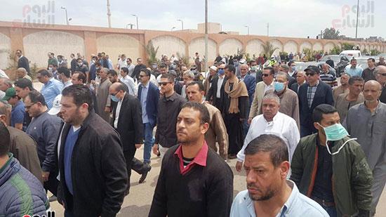 الأهالى-خلال-تشييع-جثمان-الشهيد-محمد-الحوفى