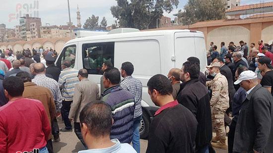 سيارة-المديرية-تحمل-جثمان-الشهيد-محمد-الحوفى