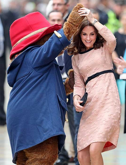 كيت بعد التعافي من وضعها الأمير لويس