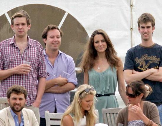 كيت مع أصدقائها لتشجيع وليام   خلال مباراة بولو