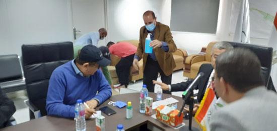 رئيس مدينة العلمين مع لجنة الإسكان بمجلس النواب (1)
