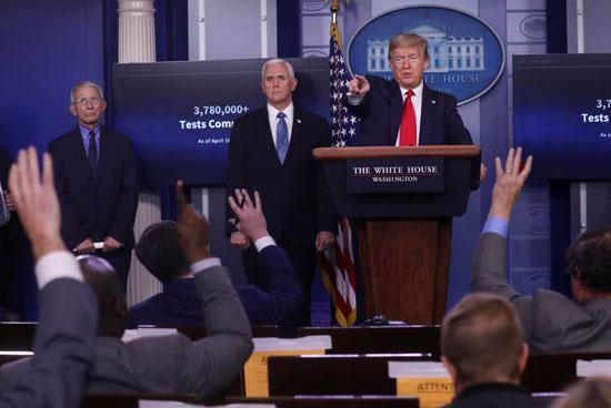 ترامب يجيب على أسئلة الصحفيين خلال المؤترم