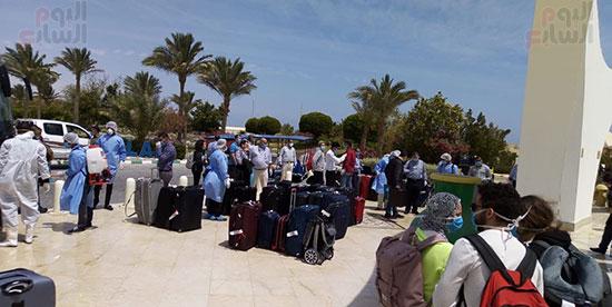 وصول المصرين العائدين من كندا لفندق الحجر الصحى (1)