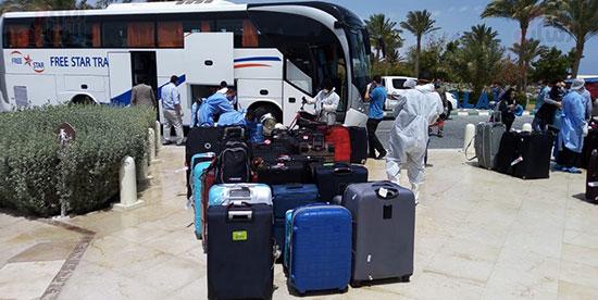 وصول المصرين العائدين من كندا لفندق الحجر الصحى (3)