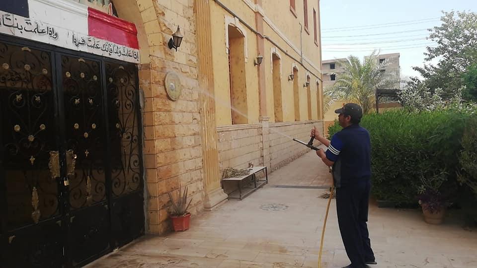 1 رش وتطهير المنشآت التعليمية بمدينة إسنا