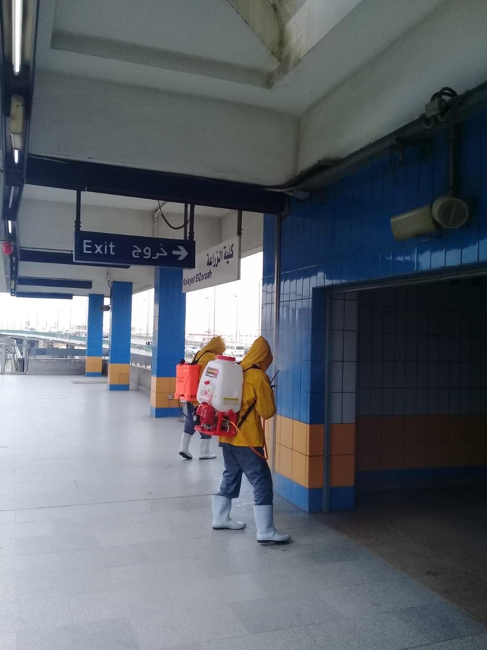 المترو يواصل أعمال تعقيم وتطهير القطارات والمحطات ضد كورونا (2)