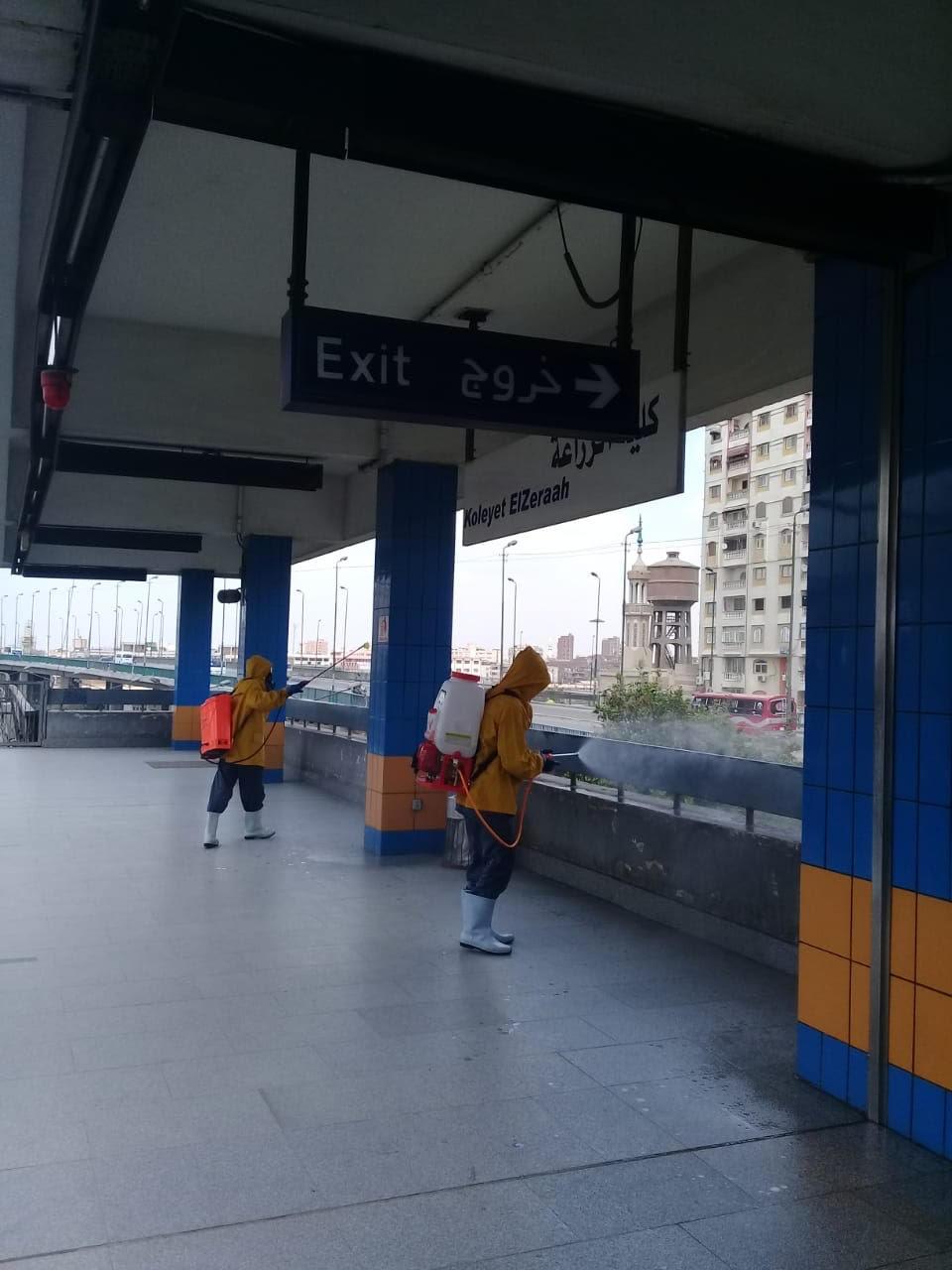 المترو يواصل أعمال تعقيم وتطهير القطارات والمحطات ضد كورونا (37)