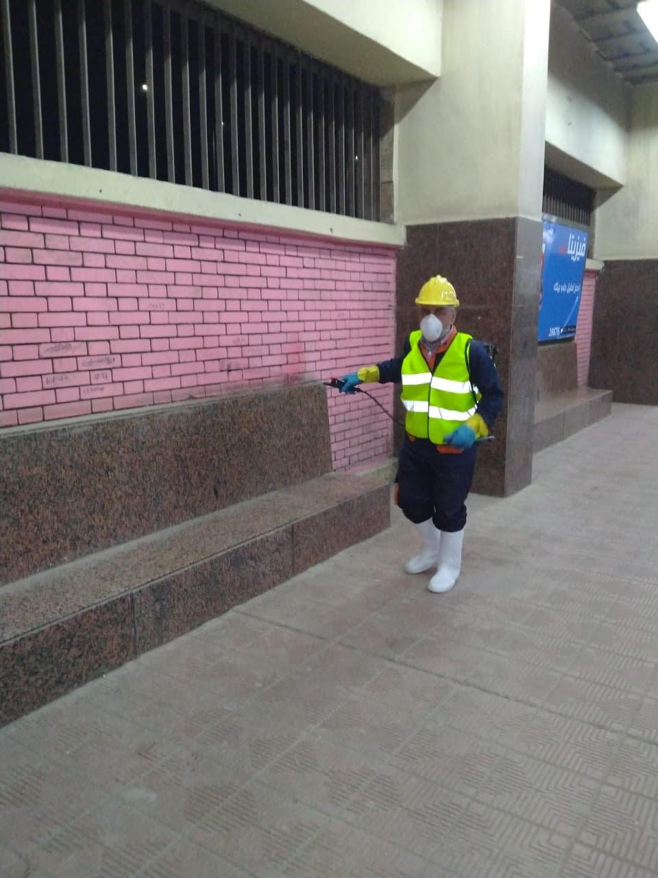المترو يواصل أعمال تعقيم وتطهير القطارات والمحطات ضد كورونا (29)
