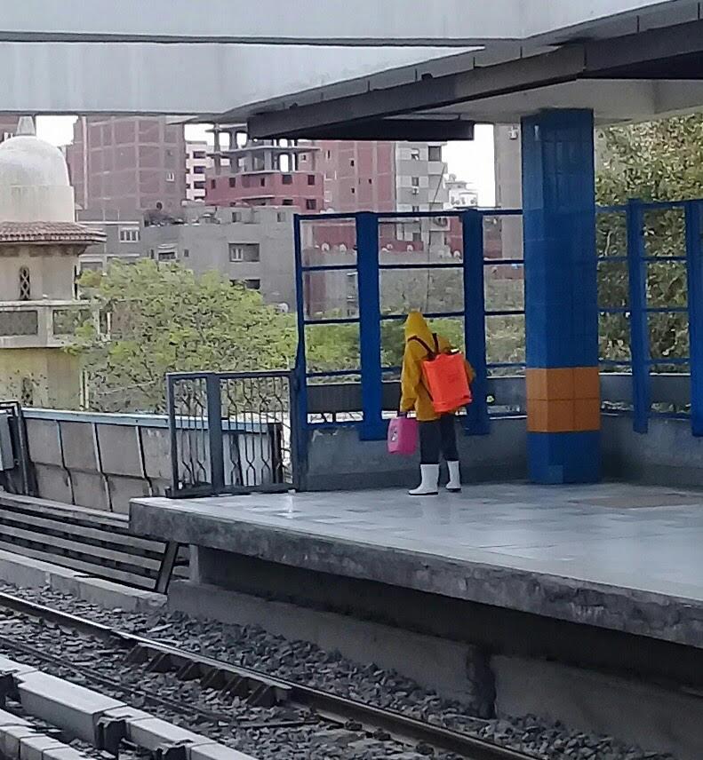 المترو يواصل أعمال تعقيم وتطهير القطارات والمحطات ضد كورونا (36)