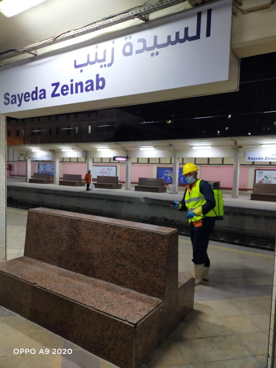 المترو يواصل أعمال تعقيم وتطهير القطارات والمحطات ضد كورونا (21)