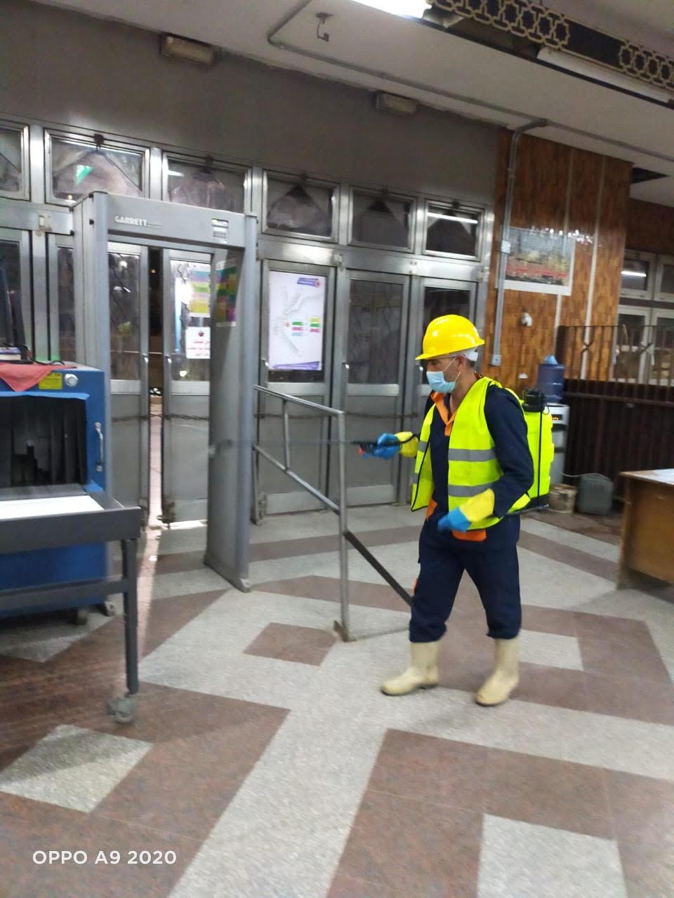 المترو يواصل أعمال تعقيم وتطهير القطارات والمحطات ضد كورونا (20)