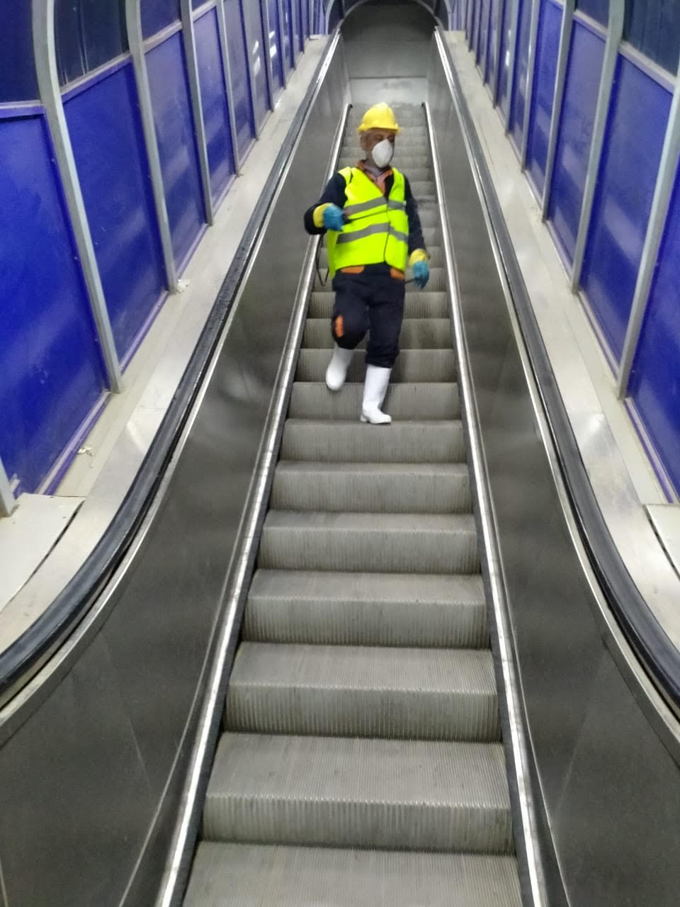 المترو يواصل أعمال تعقيم وتطهير القطارات والمحطات ضد كورونا (27)