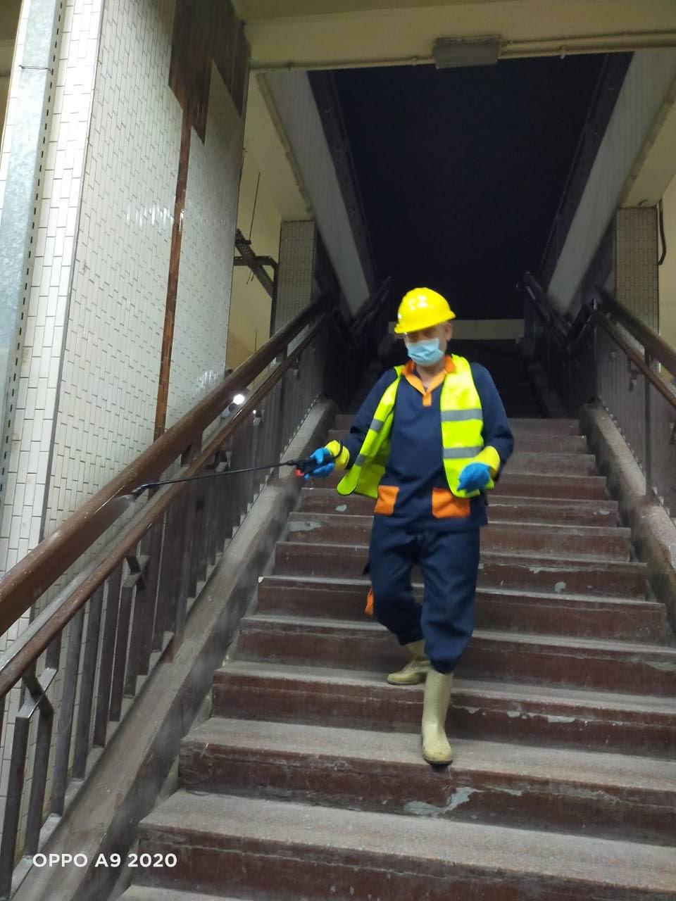 المترو يواصل أعمال تعقيم وتطهير القطارات والمحطات ضد كورونا (19)