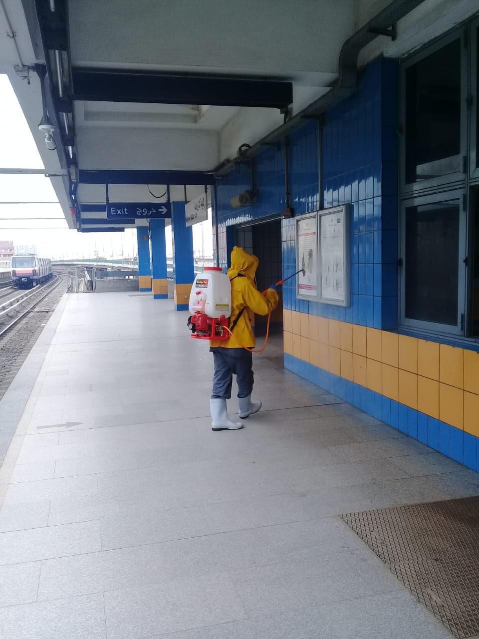 المترو يواصل أعمال تعقيم وتطهير القطارات والمحطات ضد كورونا (40)