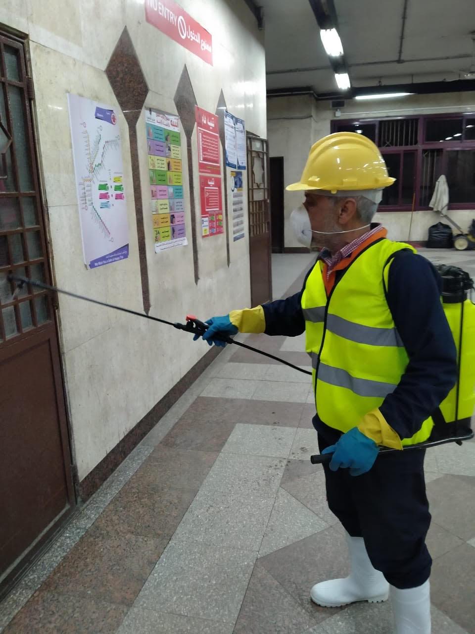 المترو يواصل أعمال تعقيم وتطهير القطارات والمحطات ضد كورونا (33)