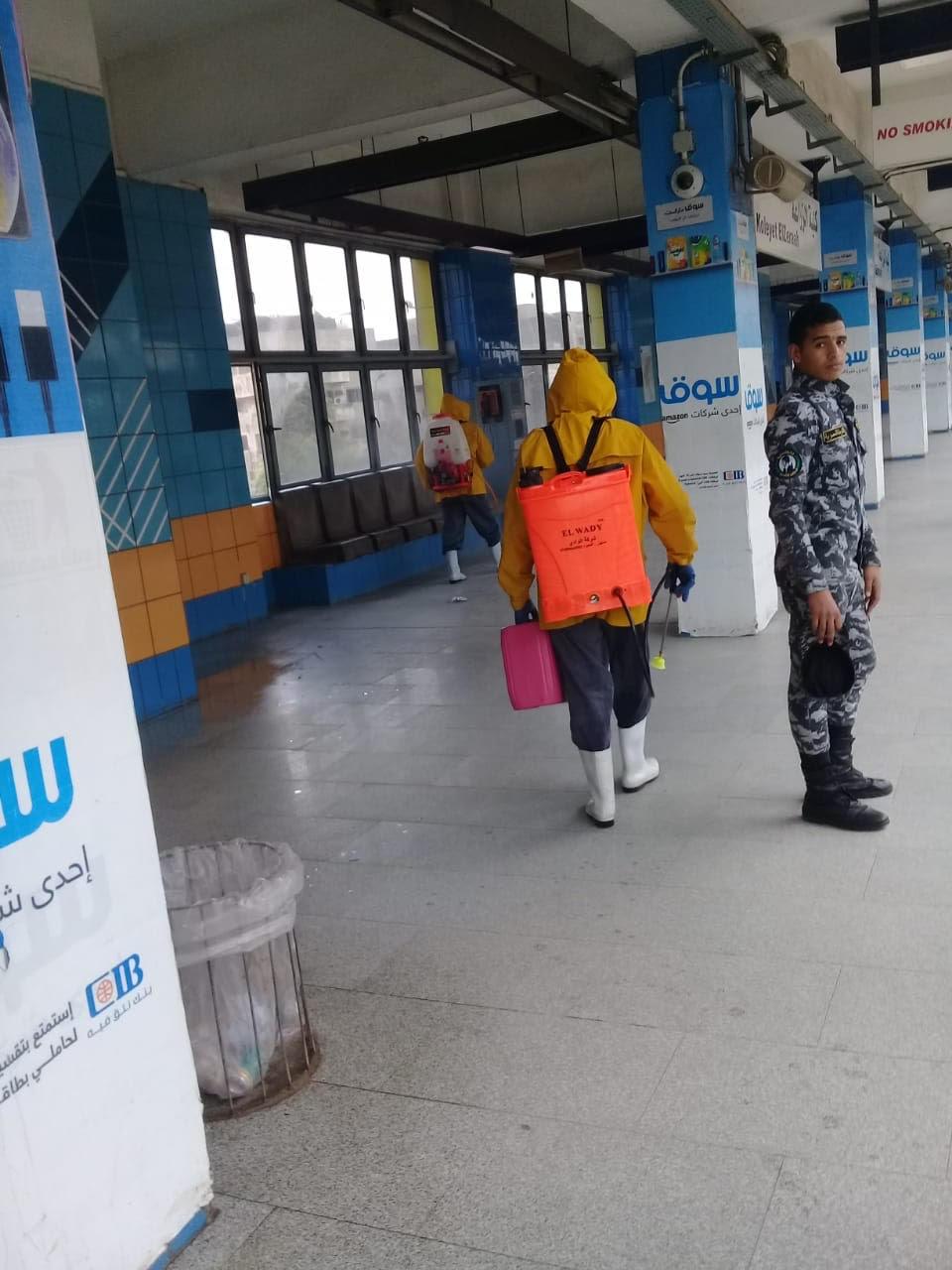 المترو يواصل أعمال تعقيم وتطهير القطارات والمحطات ضد كورونا (1)