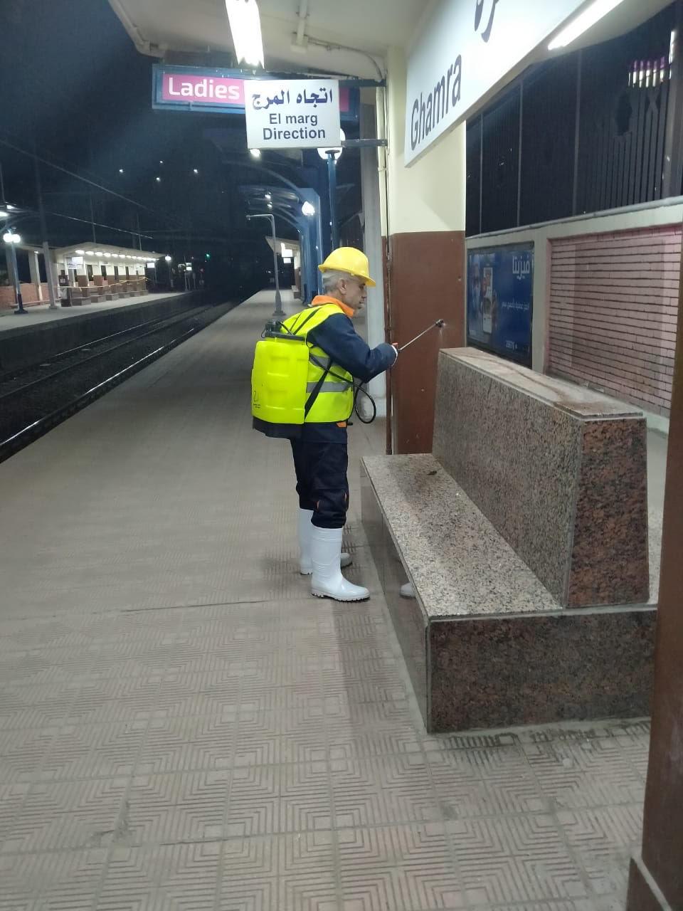 المترو يواصل أعمال تعقيم وتطهير القطارات والمحطات ضد كورونا (25)