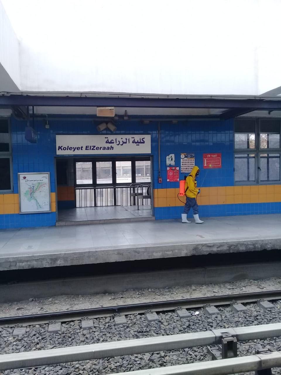 المترو يواصل أعمال تعقيم وتطهير القطارات والمحطات ضد كورونا (5)