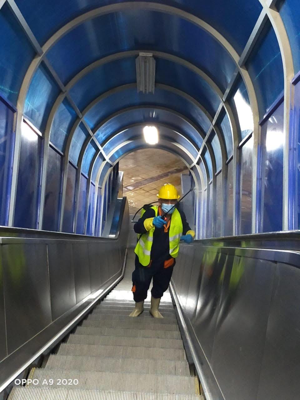 المترو يواصل أعمال تعقيم وتطهير القطارات والمحطات ضد كورونا (24)