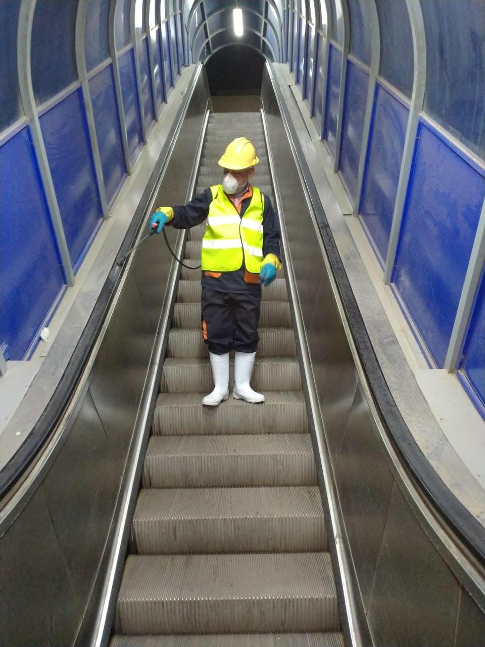 المترو يواصل أعمال تعقيم وتطهير القطارات والمحطات ضد كورونا (26)