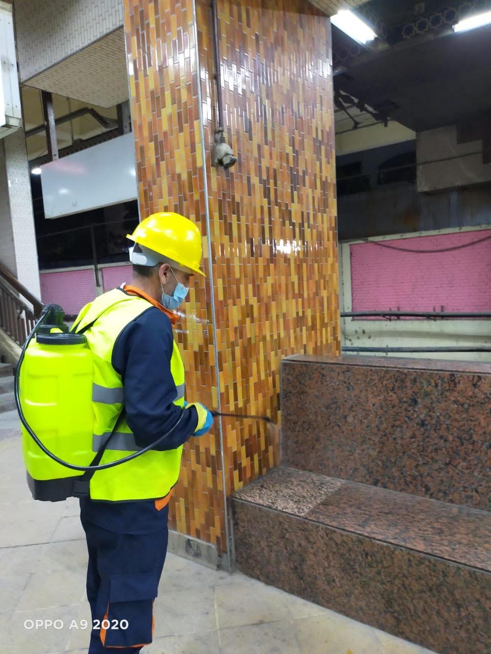 المترو يواصل أعمال تعقيم وتطهير القطارات والمحطات ضد كورونا (16)