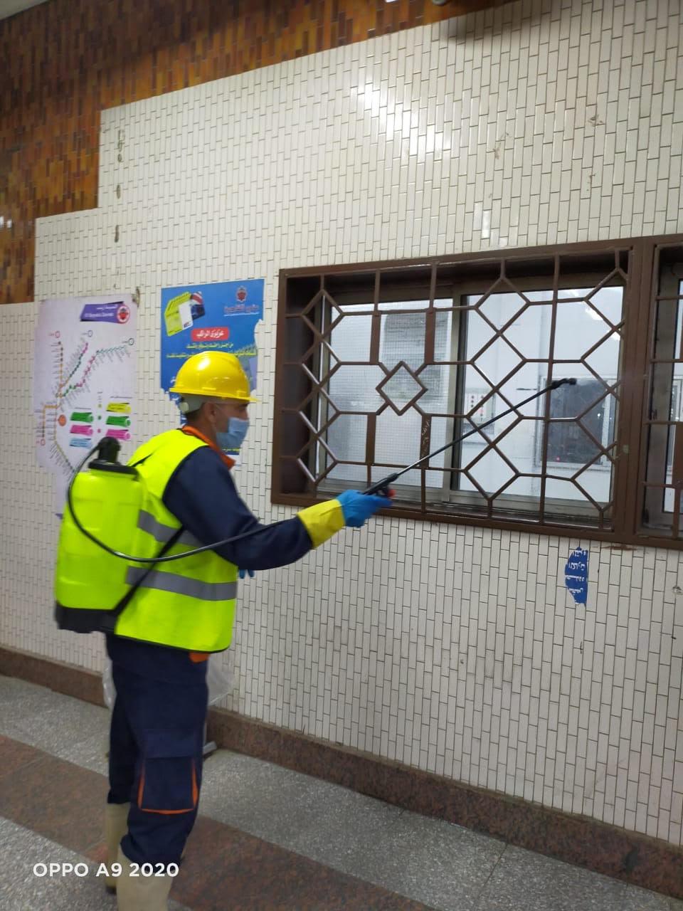المترو يواصل أعمال تعقيم وتطهير القطارات والمحطات ضد كورونا (12)