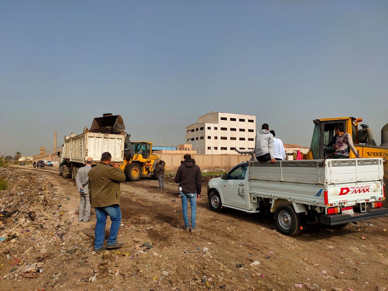 التنمية المحلية تزيل 400 طن قمامة ومخلفات بالخصوص (4)