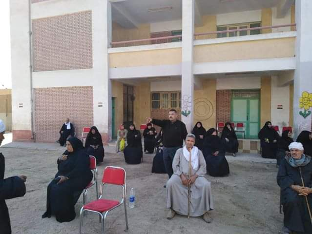 صرف المعاشات من مراكز الشباب بالمنيا (3)
