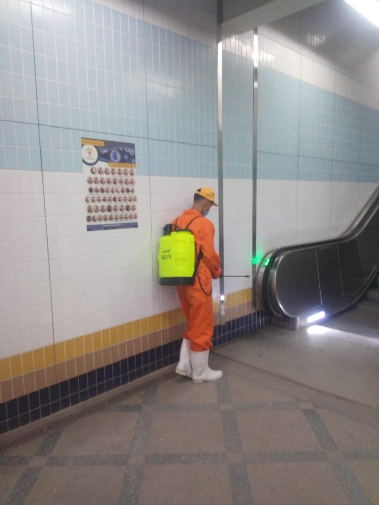 المترو يواصل أعمال تعقيم وتطهير القطارات والمحطات ضد كورونا (10)