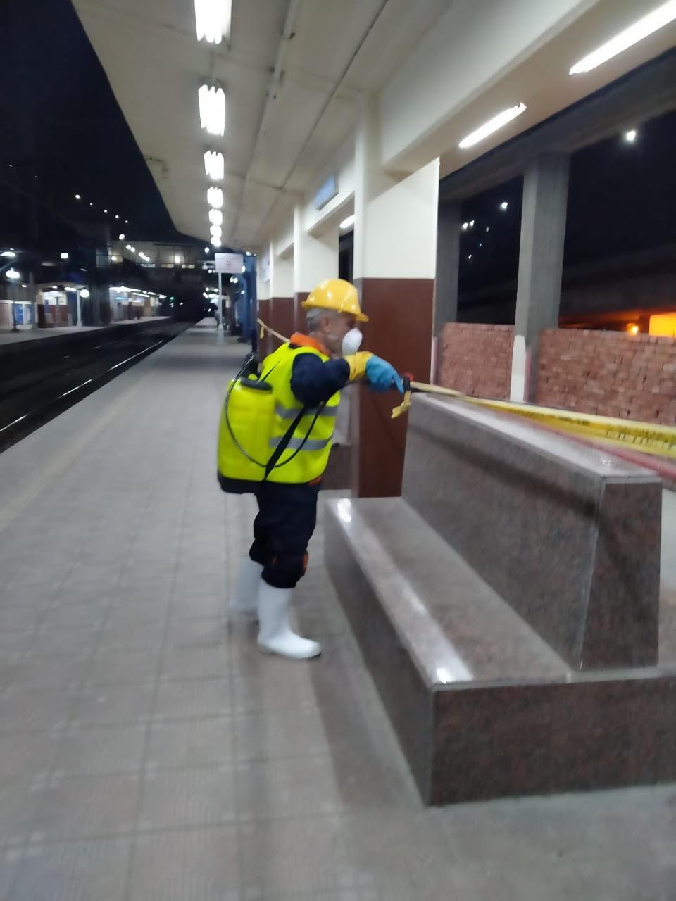 المترو يواصل أعمال تعقيم وتطهير القطارات والمحطات ضد كورونا (32)