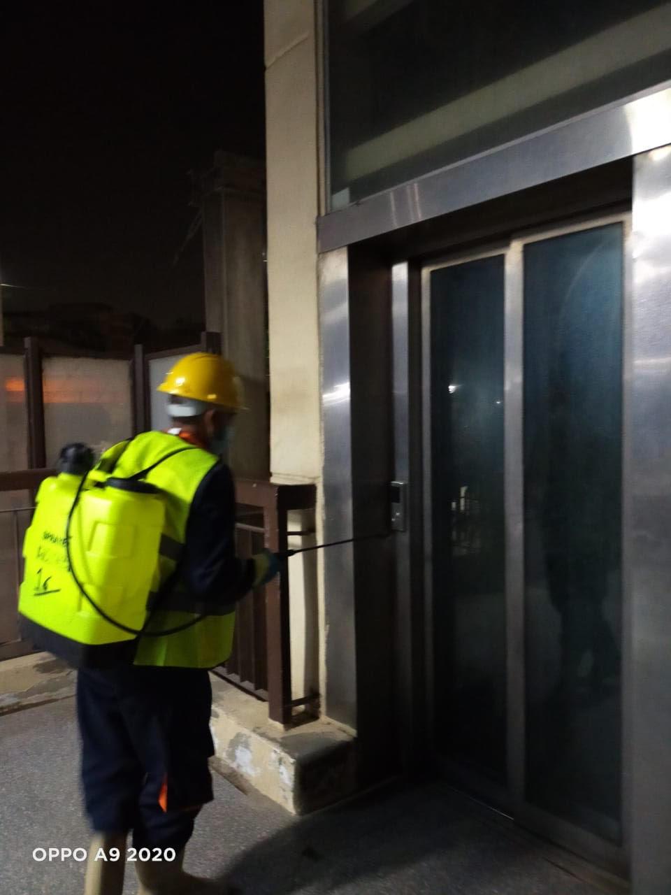 المترو يواصل أعمال تعقيم وتطهير القطارات والمحطات ضد كورونا (22)