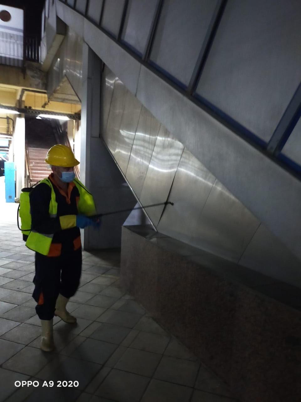 المترو يواصل أعمال تعقيم وتطهير القطارات والمحطات ضد كورونا (13)