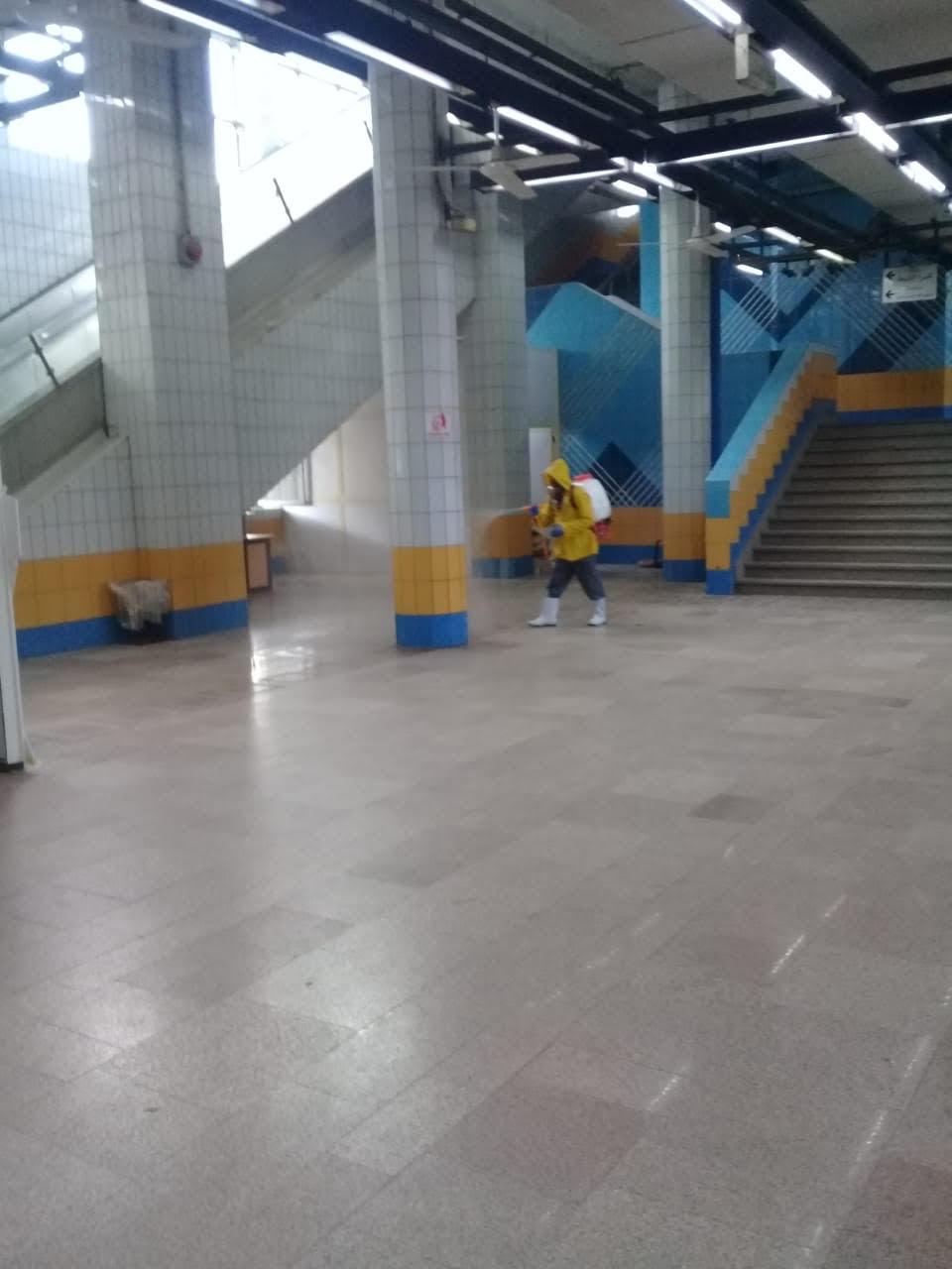 المترو يواصل أعمال تعقيم وتطهير القطارات والمحطات ضد كورونا (39)