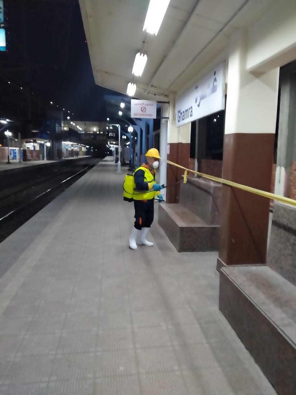 المترو يواصل أعمال تعقيم وتطهير القطارات والمحطات ضد كورونا (31)