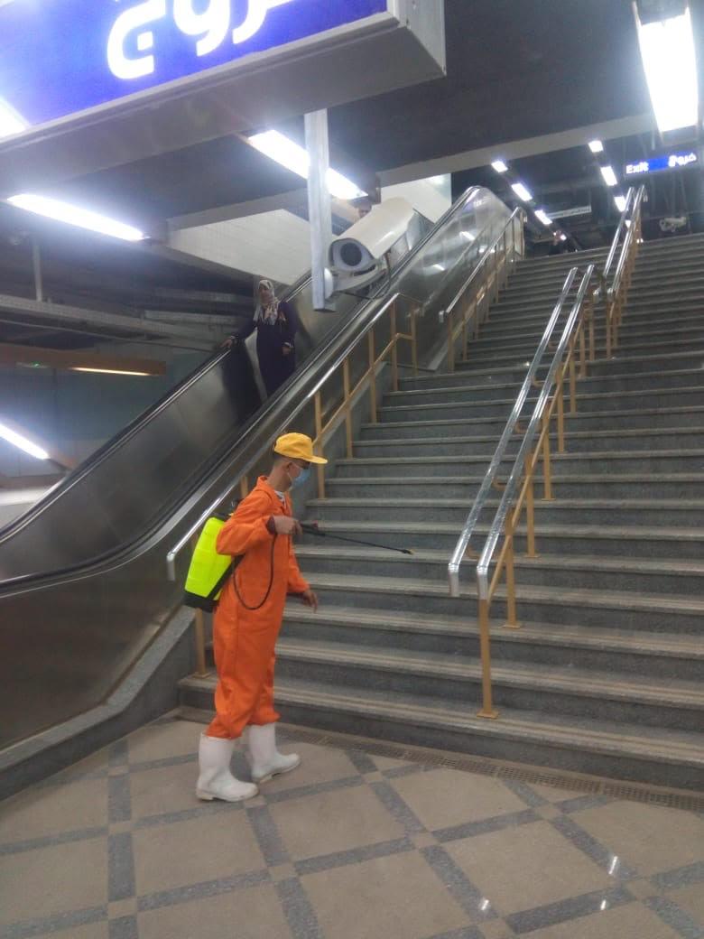 المترو يواصل أعمال تعقيم وتطهير القطارات والمحطات ضد كورونا (7)