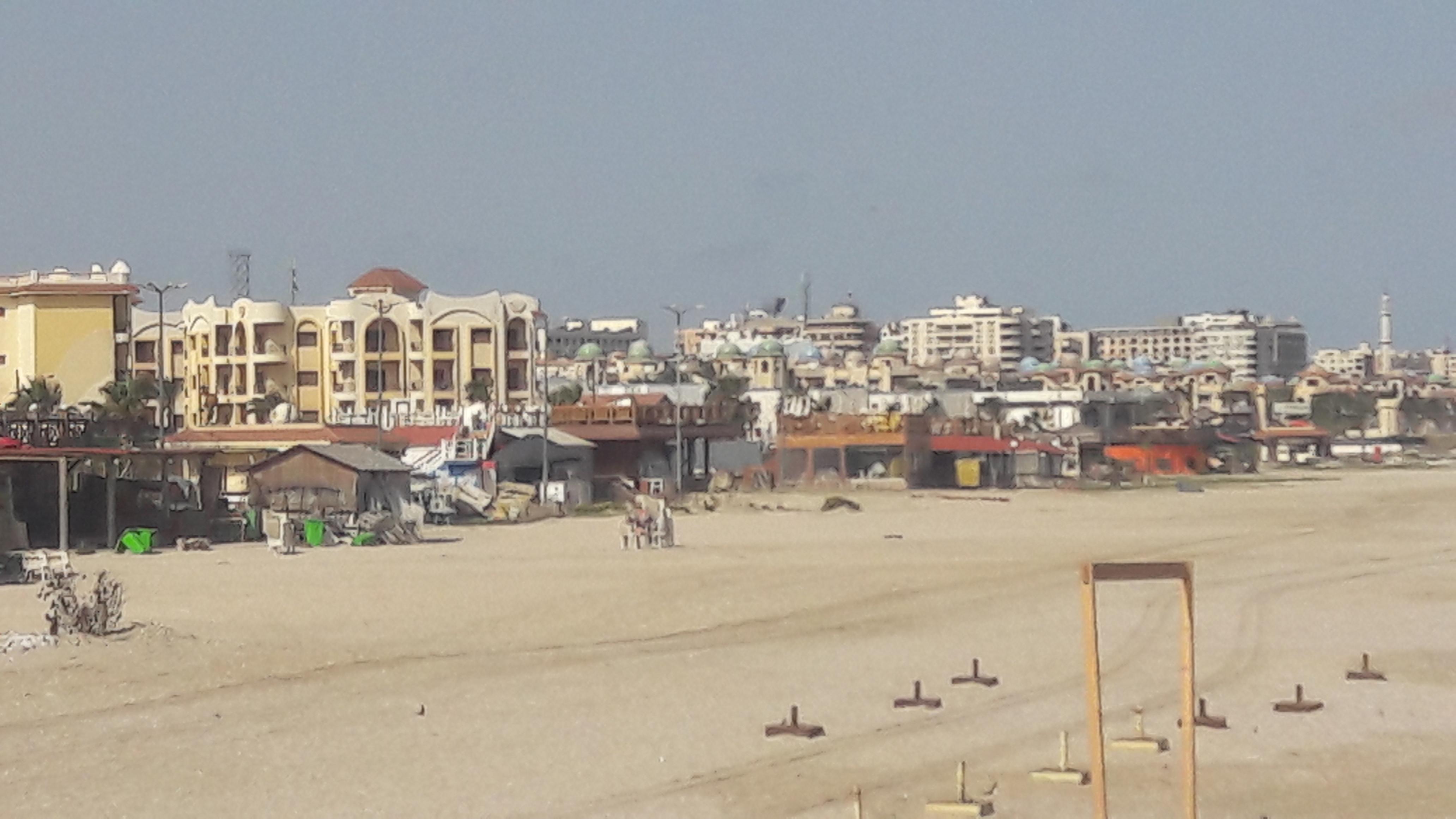 شواطئ بورسعيد بلا مواطنين (4)