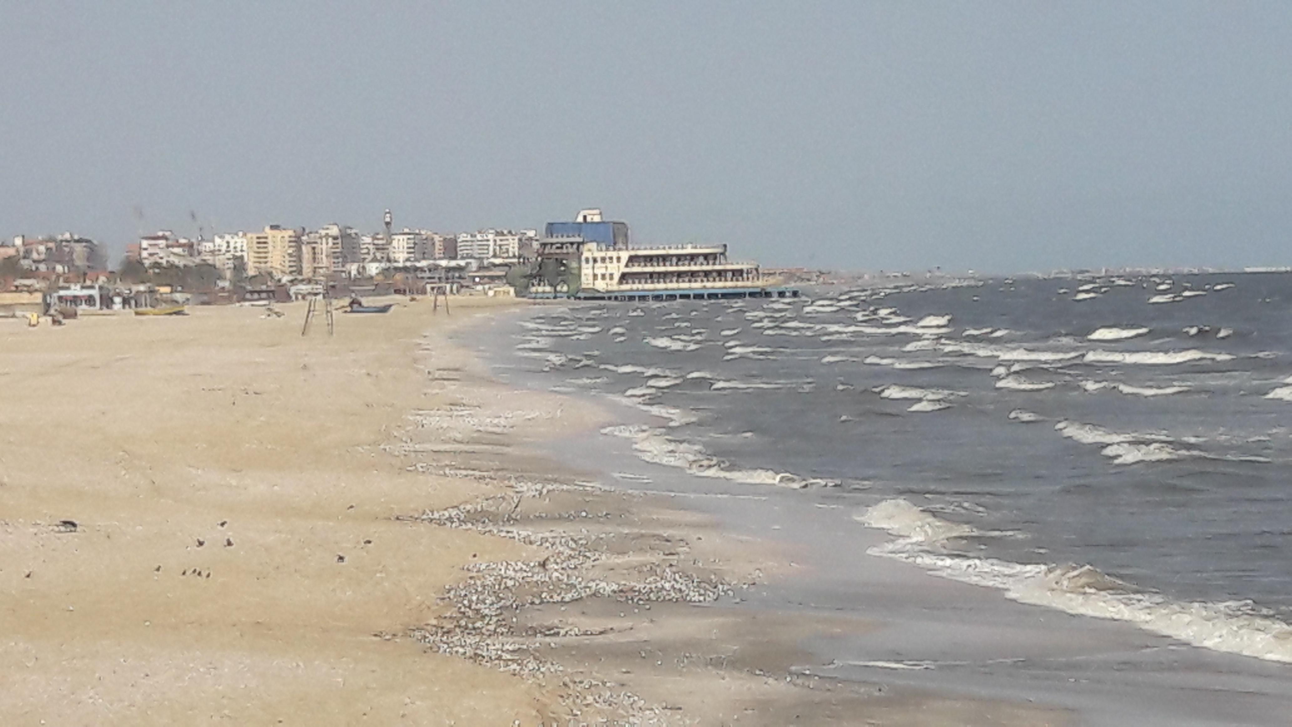 شواطئ بورسعيد بلا مواطنين (5)