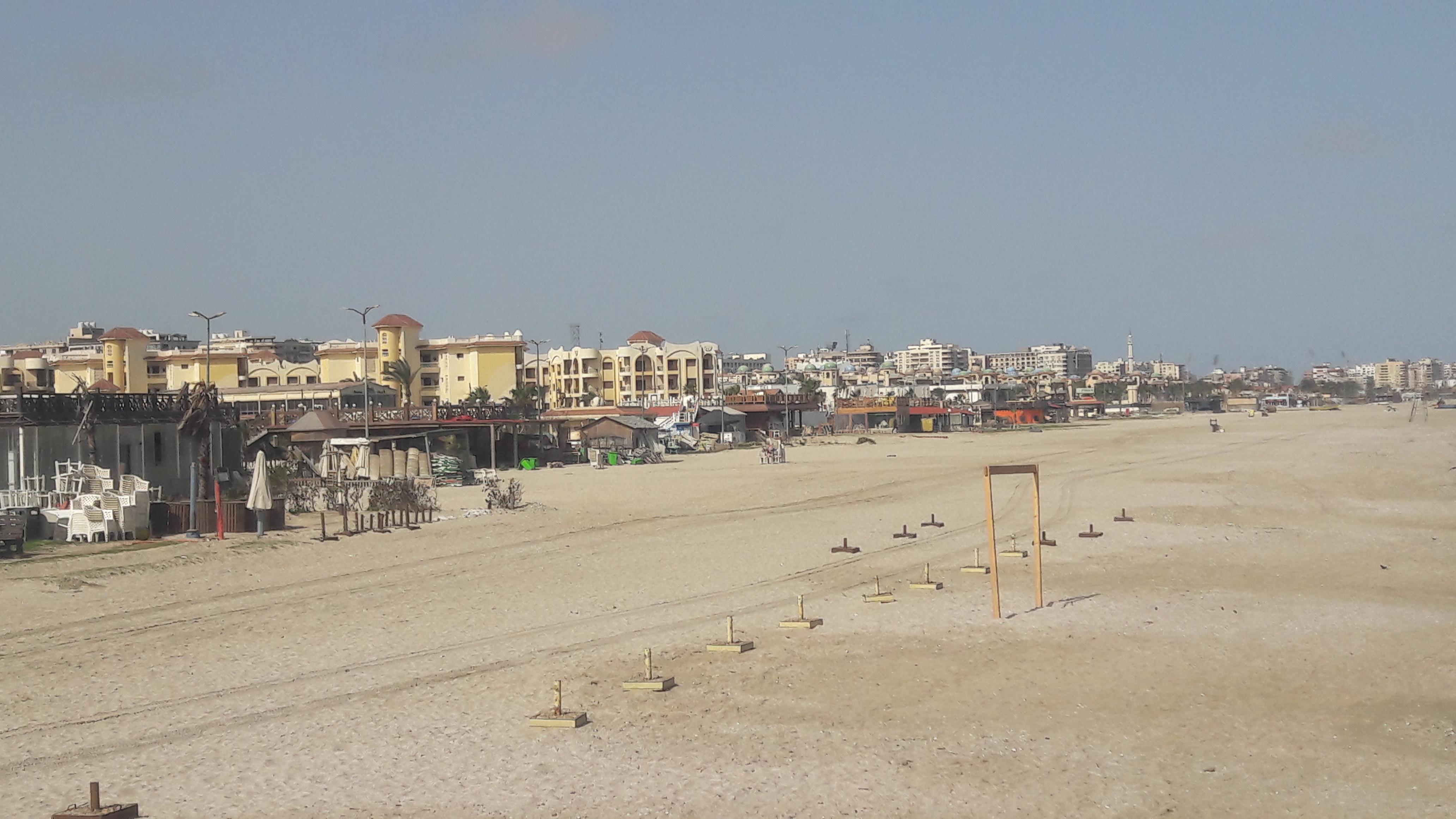 شواطئ بورسعيد بلا مواطنين (1)
