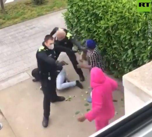اشتباكات بين الشرطة والسيدات فى اسبانيا