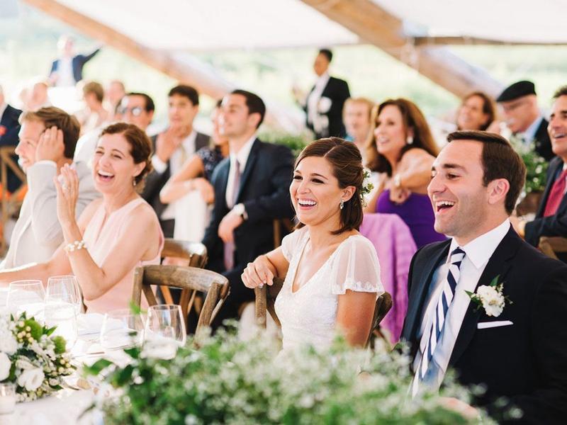 ملابس مناسبة لحفل زفاف