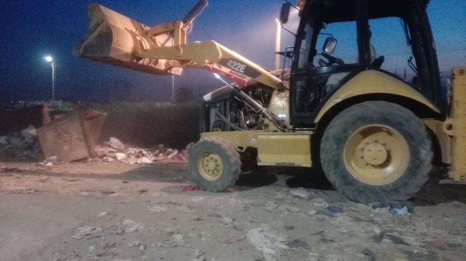 رفع وإزالة المخلفات من كافة أنحاء مدينة إسنا