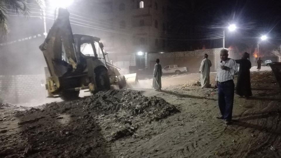 حملات إزالة المخلفات الصلبة والقمامة بشوارع إسنا
