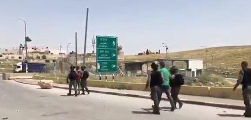 الاحتلال يعتقل فلسطينيين