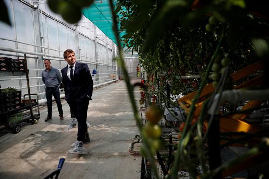 ماكرون يتفقد المنتجات الزراعية