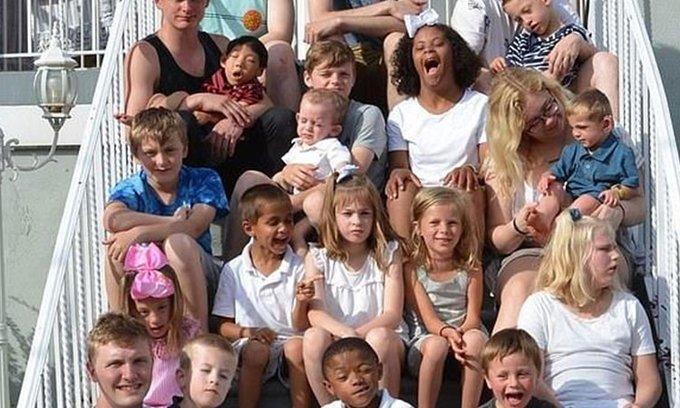 المصابة الأمريكية تبنت 18 طفل وأصابت 17 منهم