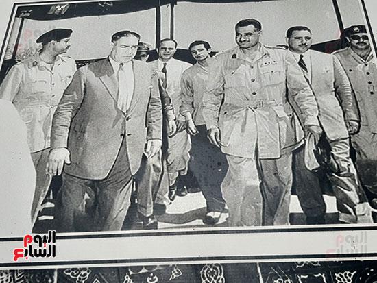 الزعيم-جمال-عبد-الناصر-في-زيارة-لعائلة-شاش