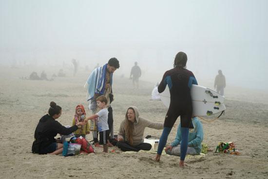 تجمع أسرى على شاطىء فى كاليفورنيا