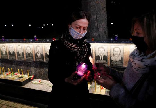 تأبين الضحايا فى النصب التذكارى