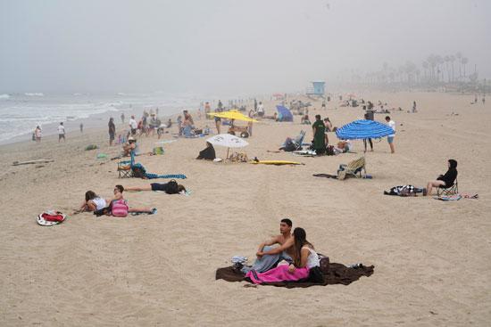 زحام على الشاطىء رغم تحذيرات كورونا